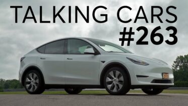 2020 Tesla Model Y First Impressions | Talking Cars with Consumer Reports #263 15