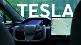 2021 Tesla Model S Steering Yoke First Impressions | Talking Cars #325 6